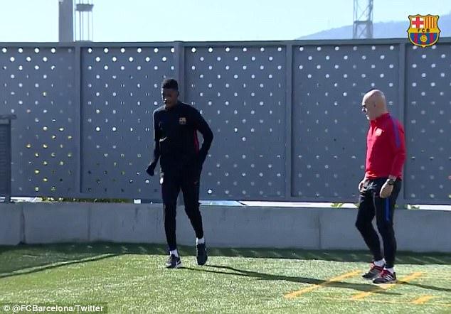 Dembele đã ra sân tập luyện sau chấn thương