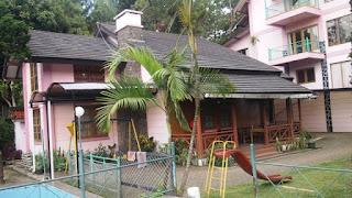 villa minimalis di lembang dengan fasilitas kolam renang