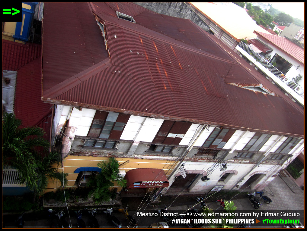 [VIGAN] ANCESTRAL HOUSES ROOFING]