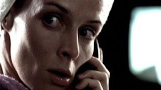Claude Perron dans Brushing Sue Helen, court métrage français de science fiction de 1999