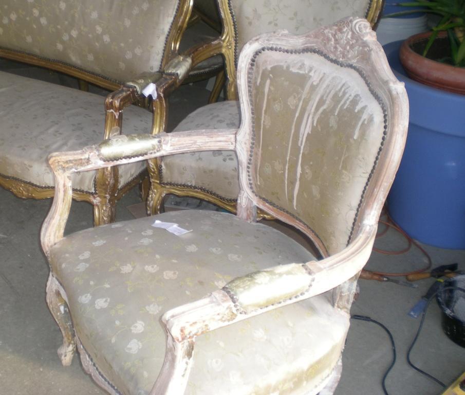 trendy les coulisses duune rnovation de fauteuil louis xv with refaire un fauteuil en tissu. Black Bedroom Furniture Sets. Home Design Ideas