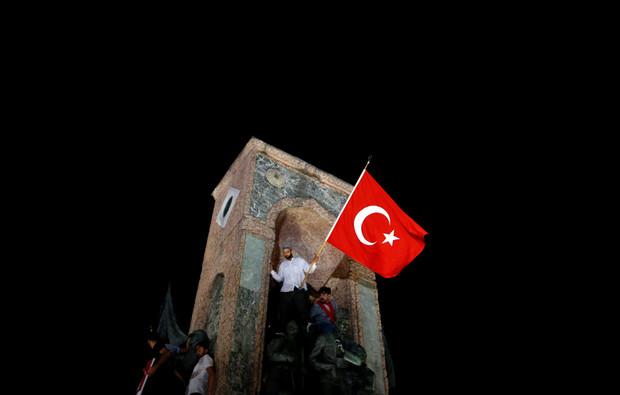 Presos estão sendo torturados na Turquia após tentativa de golpe - MichellHilton.com