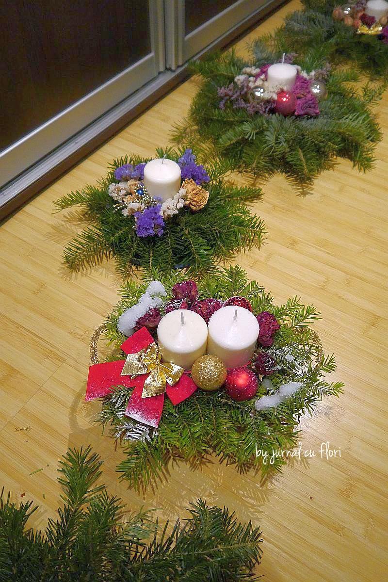 aranjamente pentru masa de Craciun cu flori lumanari si decoratiuni