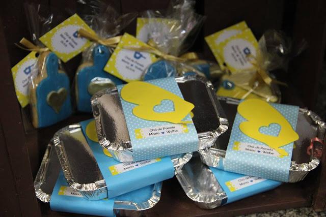 chá bar, chá de panela, azul e amarelo, decoração, lembrancinhas