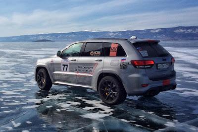 Jeep Grand Cherokee Trackhawk ngebut 280 kmh di atas es