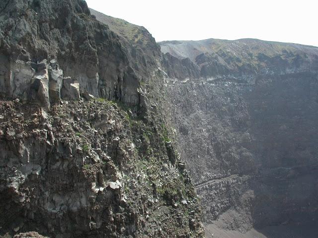 Une autre vue du cratère.Vésuve