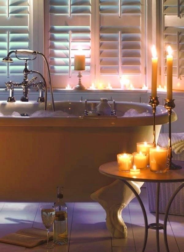 Dia dos Namorados: Banho de espuma à luz de velas