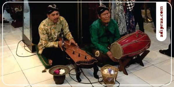 Musik Siter dan Kendang di Batik Hamzah Jogja | adipraa.com