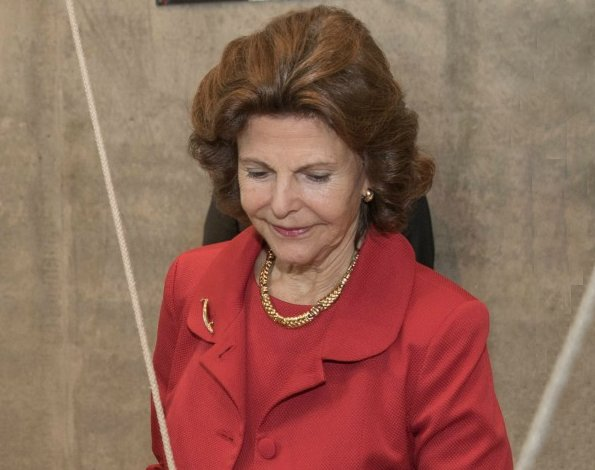 Queen Silvia visited Nordic Embassies in Berlin. Queen Silvia recived Theodor Wanner Prize for Sociedade Beneficente Alemã