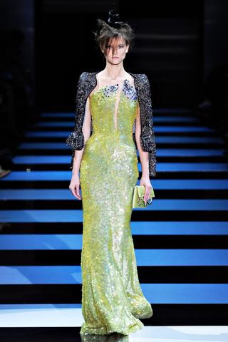 ce0ff8bff3d90 Selección de Vestidos de Alta Costura para Mujer diseñados por Armani Privé  para la Temporada Primavera Verano 2012 - Semana de la Moda de París.