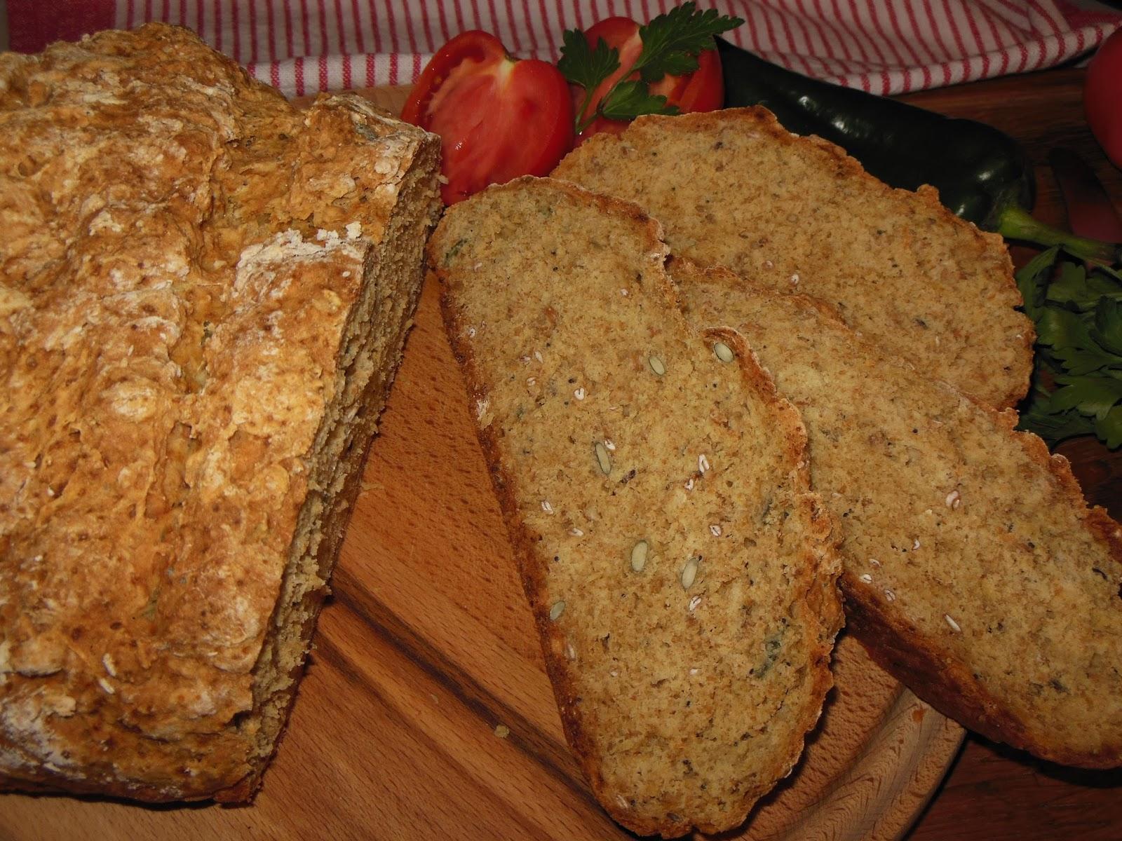 Соден хляб с лимец и семена