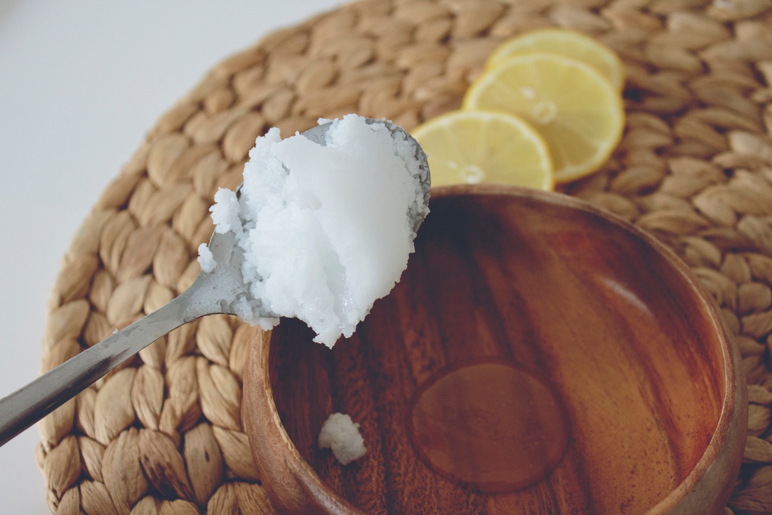 lip scrub with coconut oil