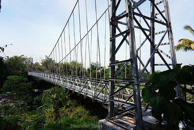 Jembatan Gantung Mangusuko atau dikenal dengan Jembatan Jokowi
