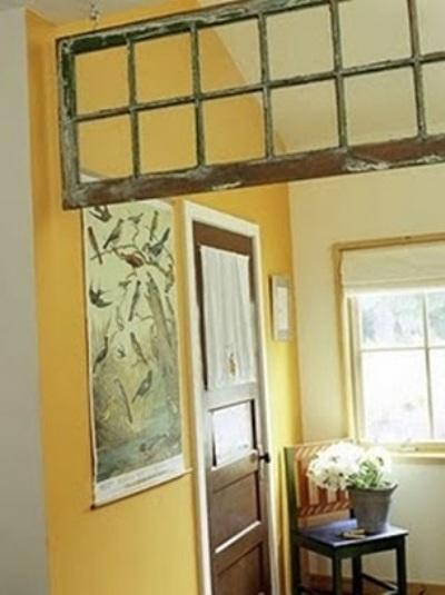 ide membuat room divider dari pintu bekas dan jendela bekas.