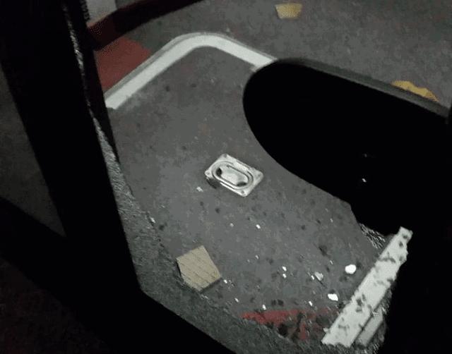 bus colpito da sassi