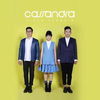 Lirik Lagu Cassandra - Bukan Cinta Palsu - Cover Album