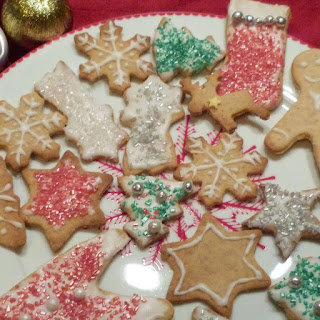 https://danslacuisinedhilary.blogspot.com/2014/12/delices-de-fete-biscuits-de-noel-aux.html