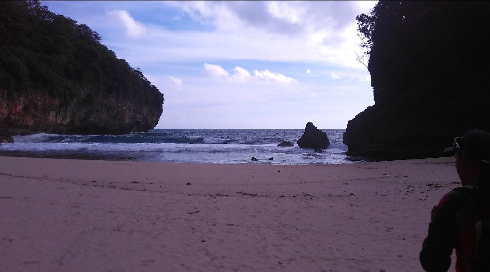 6 Gambar Pantai Nglawang Pacitan Jawa Timur, Lokasi dan Rute