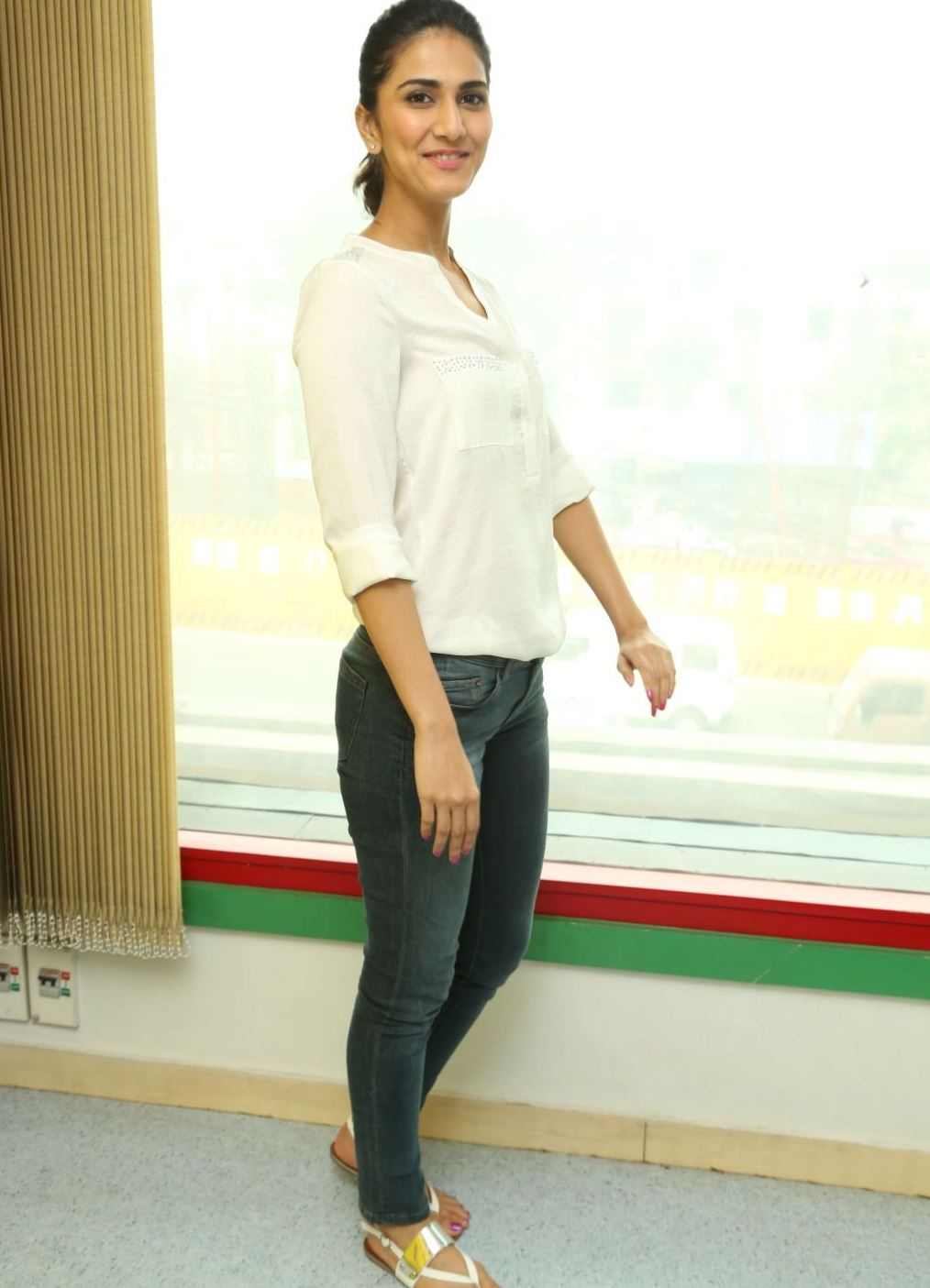 Vaani Kapoor White Top Jeans Latest Unseen Photoshoot ...