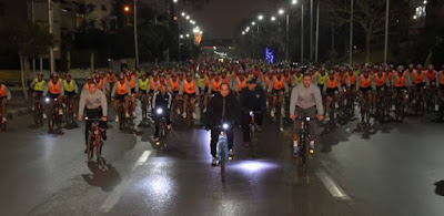 السيسي يستقل الدراجة مع طلاب الكلية الحربية