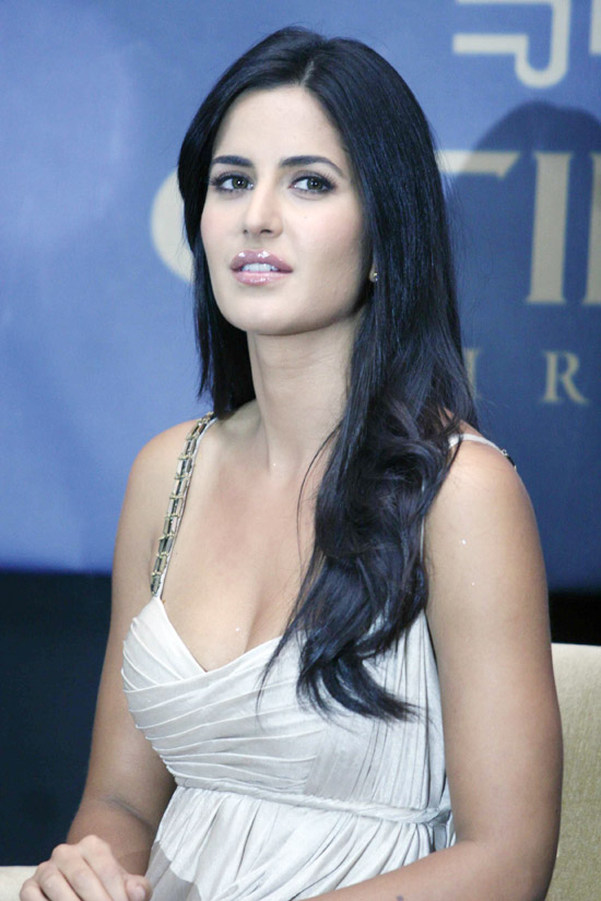 Bollywood Actor Katrina kaif Spicy Looks In White Dress