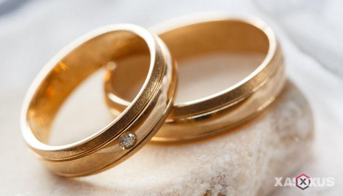 Ciri-ciri hamil anak laki-laki menurut cincin kawin