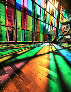 Gelas/kaca berwarna