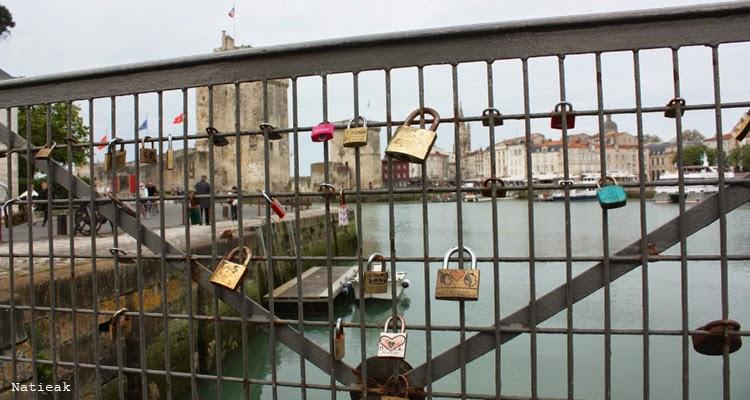 La Rochelle et sa petite passerelle  avec des cadenas de l'amour (quai du Gabut)