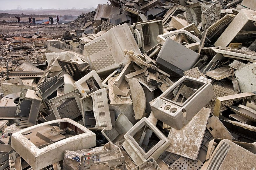 You Will Want To Recycle Everything After Seeing These Photos! - Landfill In Acra (Ghana)