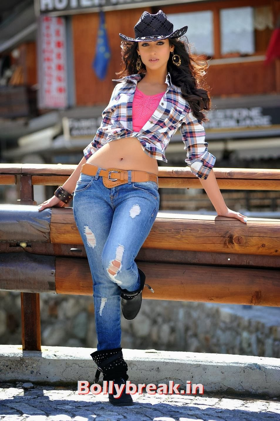 , Ileana in Jeans - Hot Pics