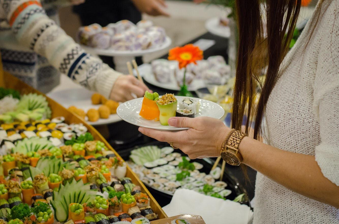 Festa de lançamento do aplicativo iVegan comida japonesa vegana