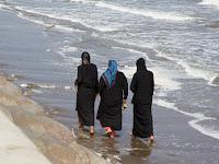 Putra Mahkota Arab Saudi Bebaskan Wanita Berbikini di Resort Dengan Alasan ini