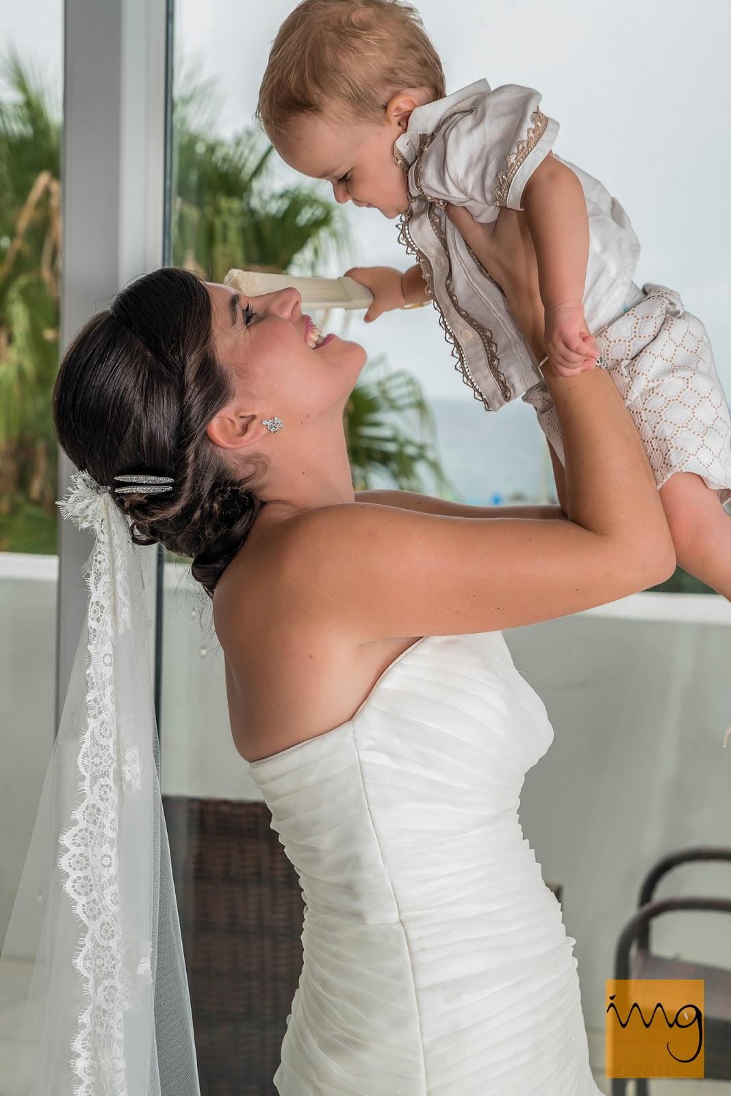 Fotografía de la novia y su bebé