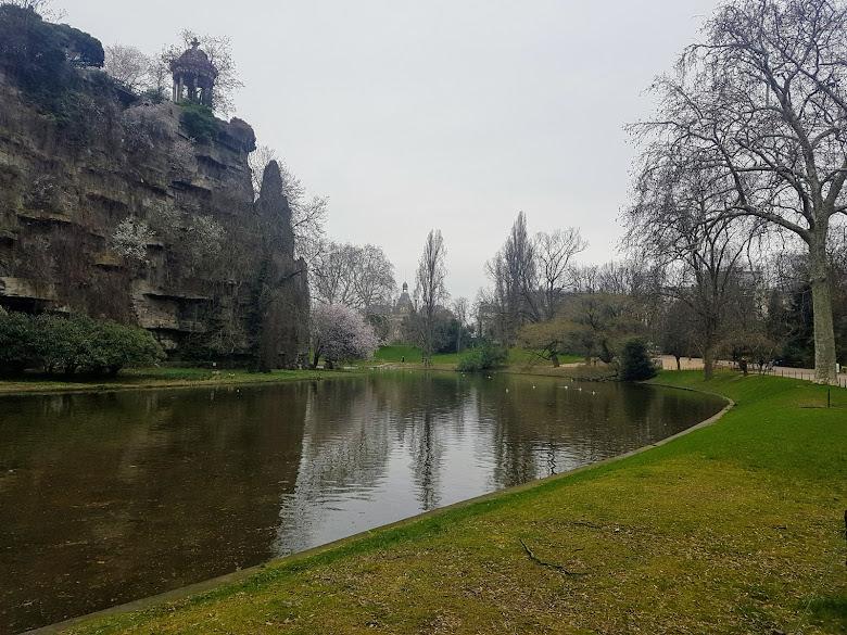 公園內的湖景,可惜天氣不是很好⋯⋯