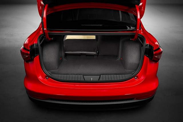 Fiat Cronos - porta-malas de 525 litros