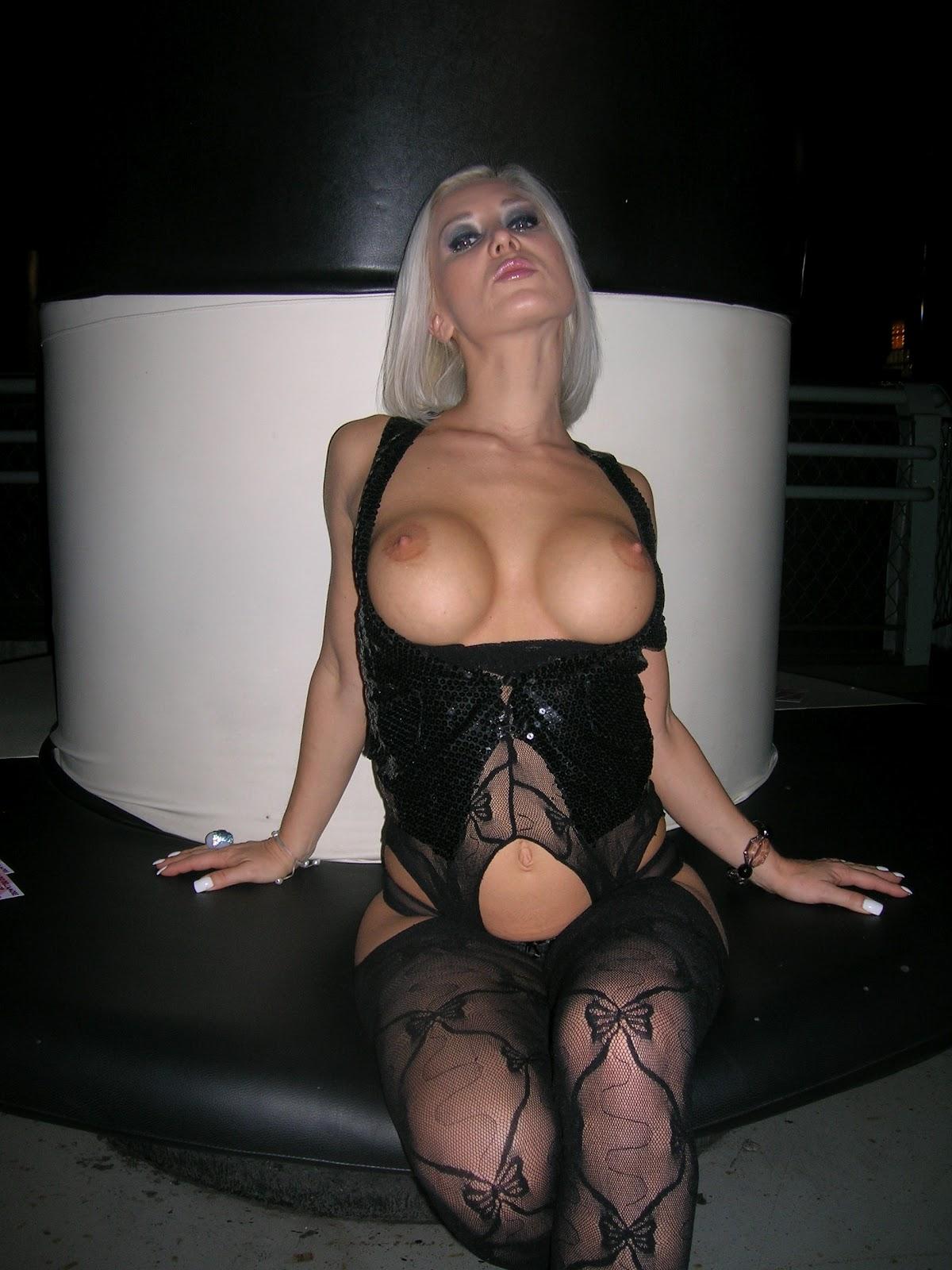 Caroline de jaie porno show en el feda 2015 - 1 part 9