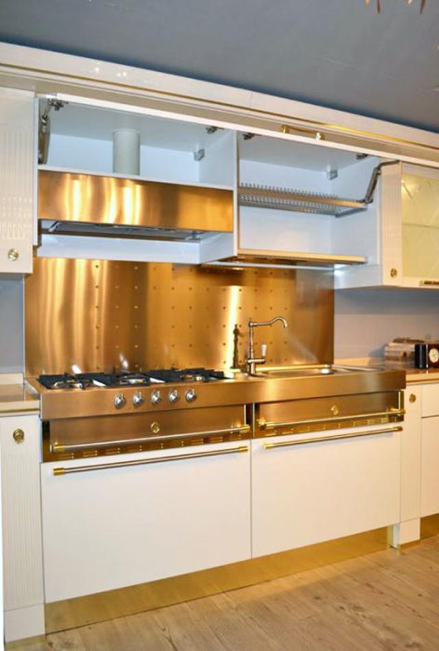 El componente dorado en la cocina un paseo a otra poca