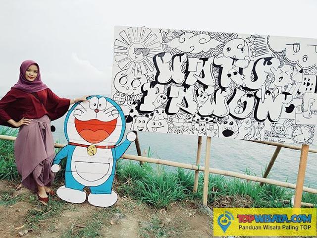 Liburan Bareng Doraemon Di Pantai Patemon Kebumen - Melukis Cahaya Di Jembatan Pelangi Watu Pawon Wisata Pantai Alami