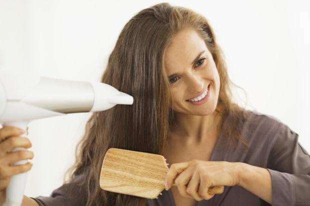 Kenali Gejala Penyebab Rambut Rontok, Jika Kamu Tidak Mengetahuinya Bisa Bikin Rambut Kamu Botak Loh!