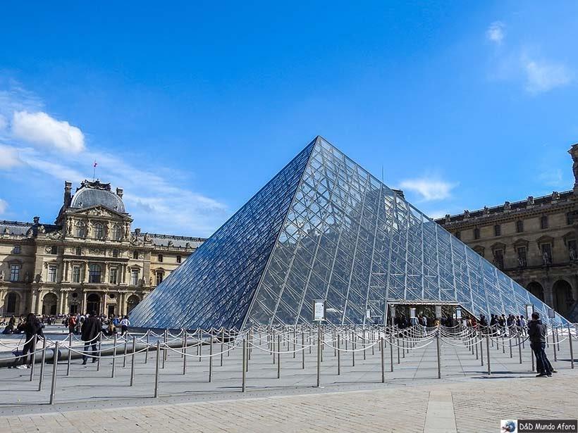 Louvre sem fila: como visitar o museu em Paris - entrada da pirâmide