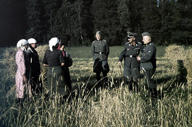 Heinrich Himmler meets local Russian women, 15 August 1941 worldwartwo.filminspector.com