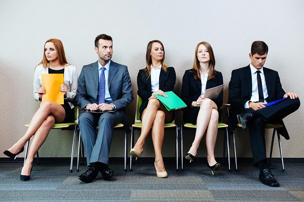 Cara Berpakaian yang Harus Dihindari Saat Wawancara Kerja