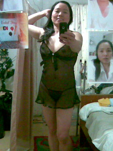 Chubby Filipina wife's shaved dirty pussy and masturbation photos leaked (35pix)