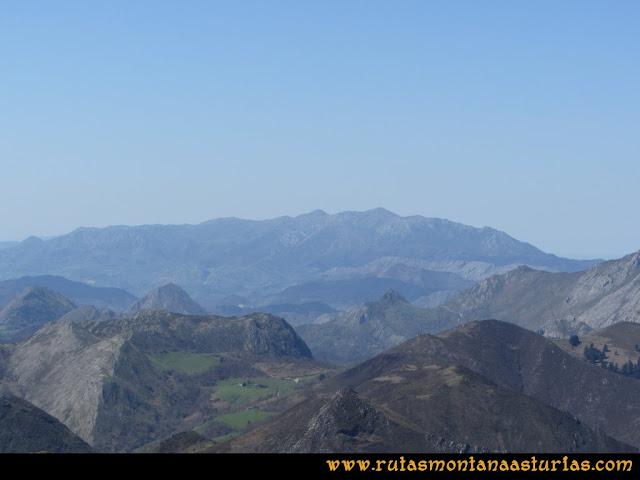 Ruta Ardisana, pico Hibeo: Vista del Sueve