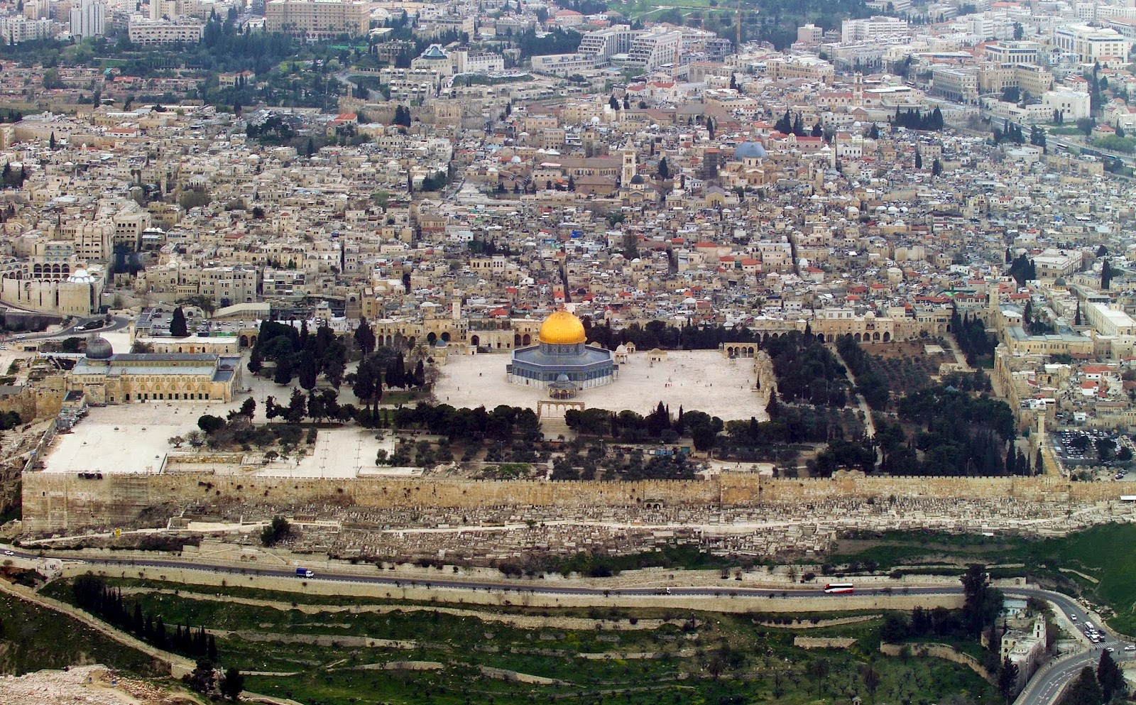 Jew Detector: Ministry Looking To Allow Jewish Prayer On Temple Mount