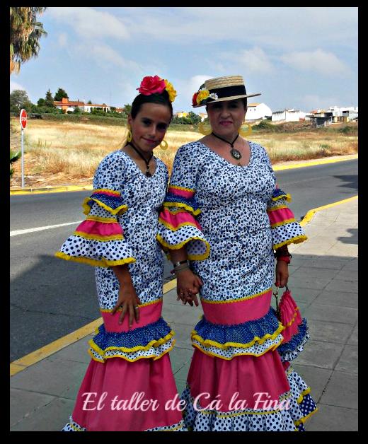 Las dos vestidas a conjunto para la Romería de Aljaraque