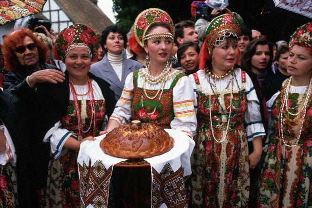 With Russian Women Russian Culture 30