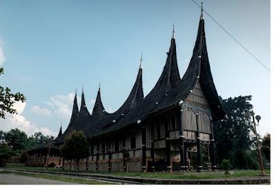 Atap Rumah Gadang runcing - pustakapengetahuan.com