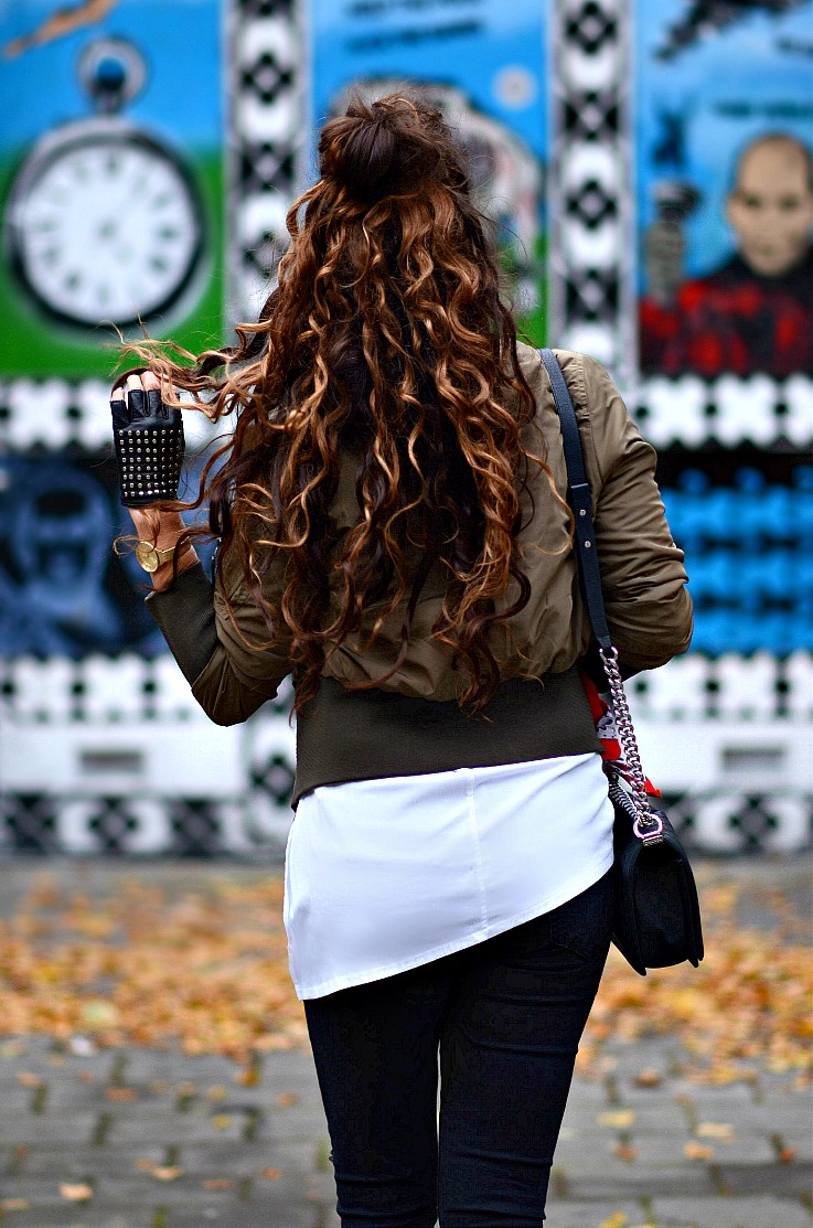 Tamara Chloé, TC Style Clues, Prisma watch, Khaki Bomber jacket, White tee, Chanel boybag, Red bandana, Bandana trend 2015, Studded fingerless black gloves, Luxury For Princess, Black distressed skinny jean, Curls, Curly hair