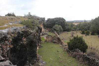 Construcciones en ruina de la Ciudad Encantada de Tamajón